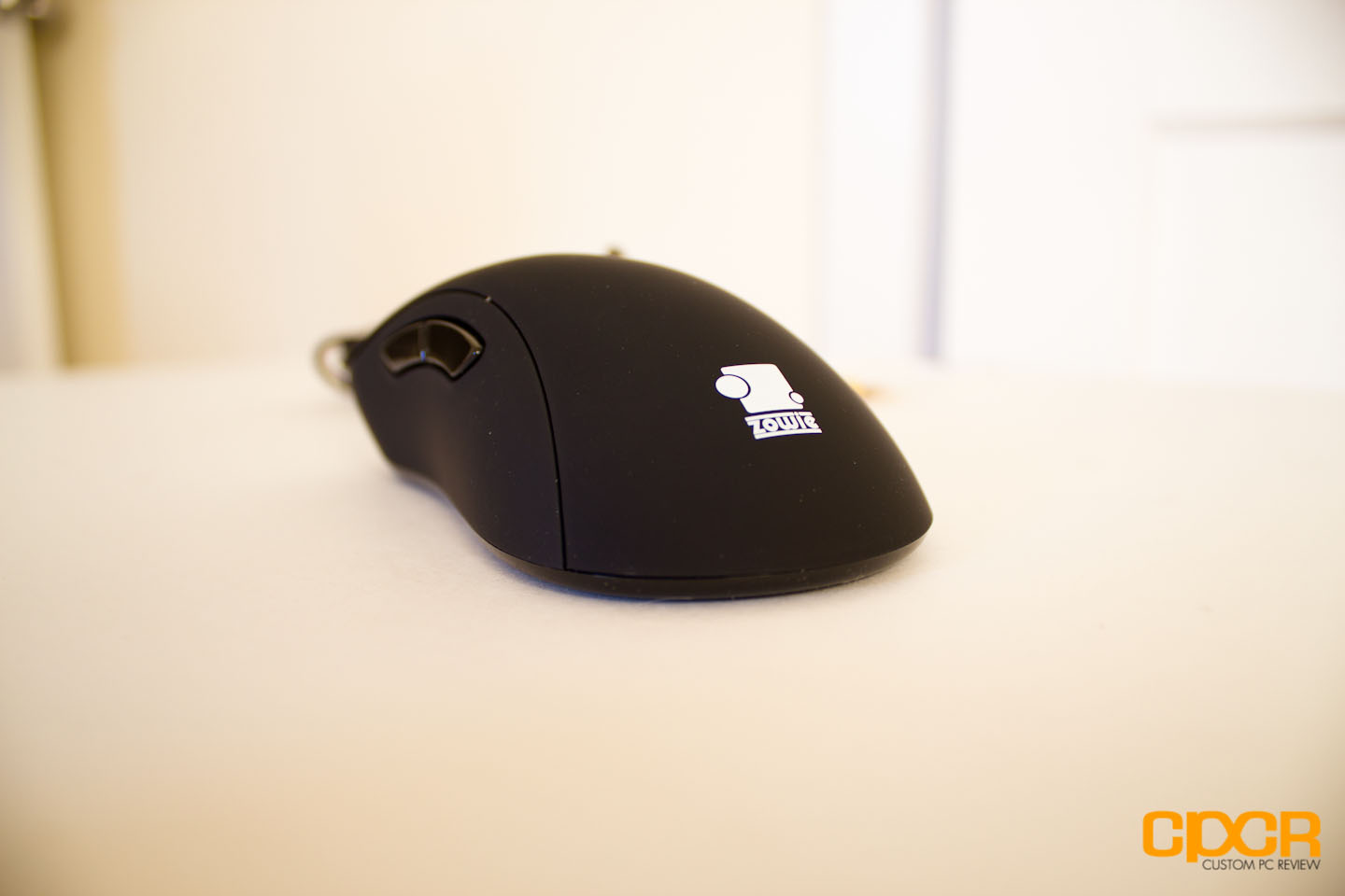 evo mouse The shape of the right side of mouse is well rounded it allows the user's  fingertips to hold/cover the mouse to move smoothly ec series comes in two  sizes to.