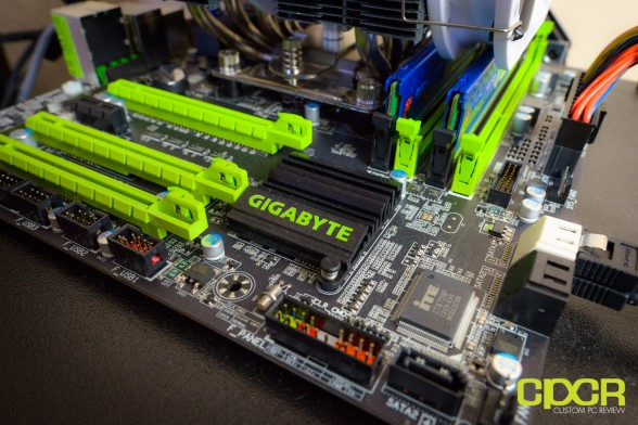 custom pc review gigabyte g1 sniper m3 review 22