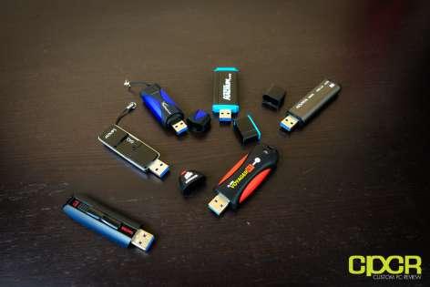 Black 32GB Corsair Voyager USB3.0 Flash Drive Blue