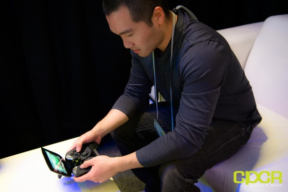 nvidia-project-shield-gaming-console-ces-2013-custom-pc-review-4