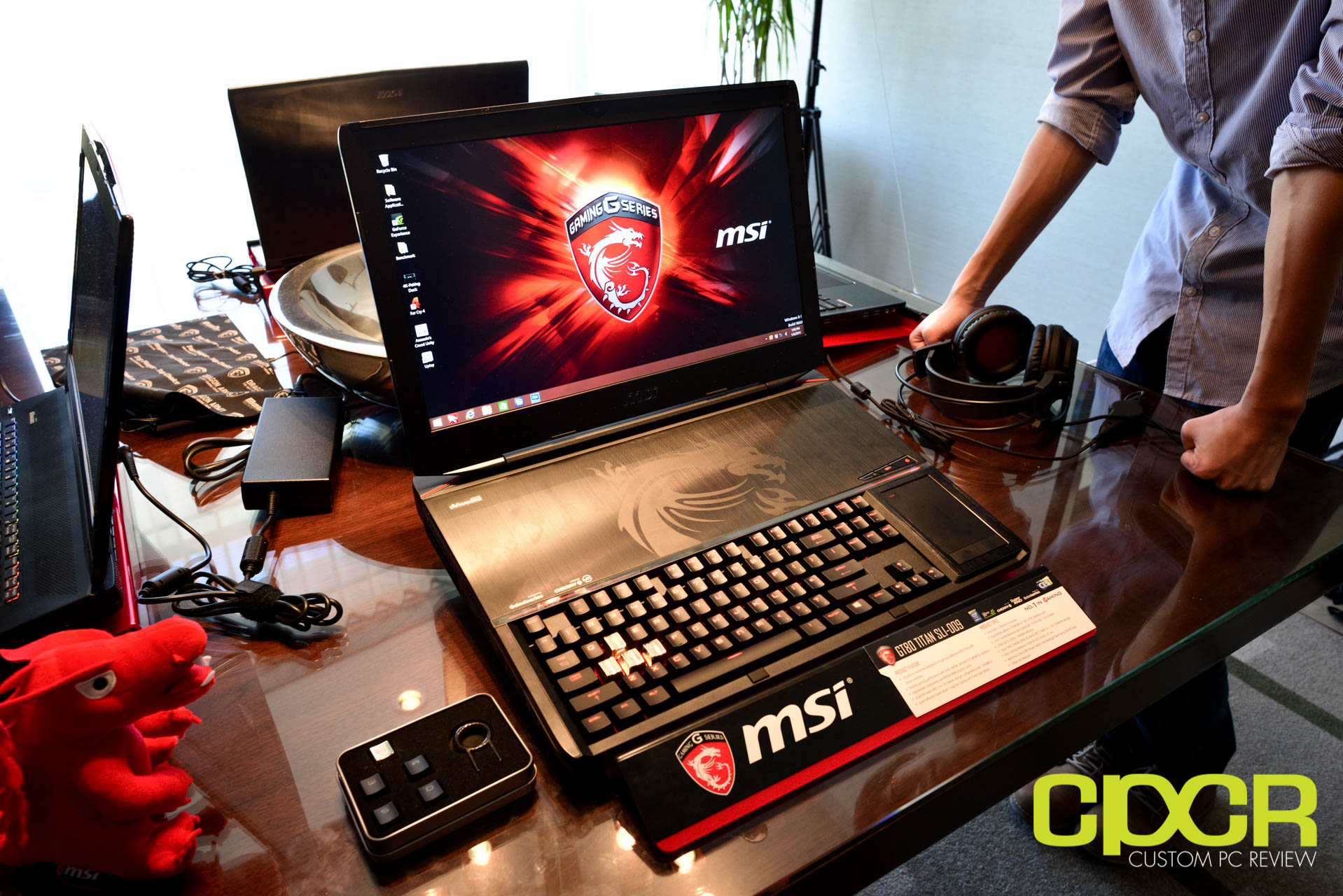 ces 2015 msi gt80 titan sli gaming laptop packs cherry mx brown mechanical switches custom pc. Black Bedroom Furniture Sets. Home Design Ideas