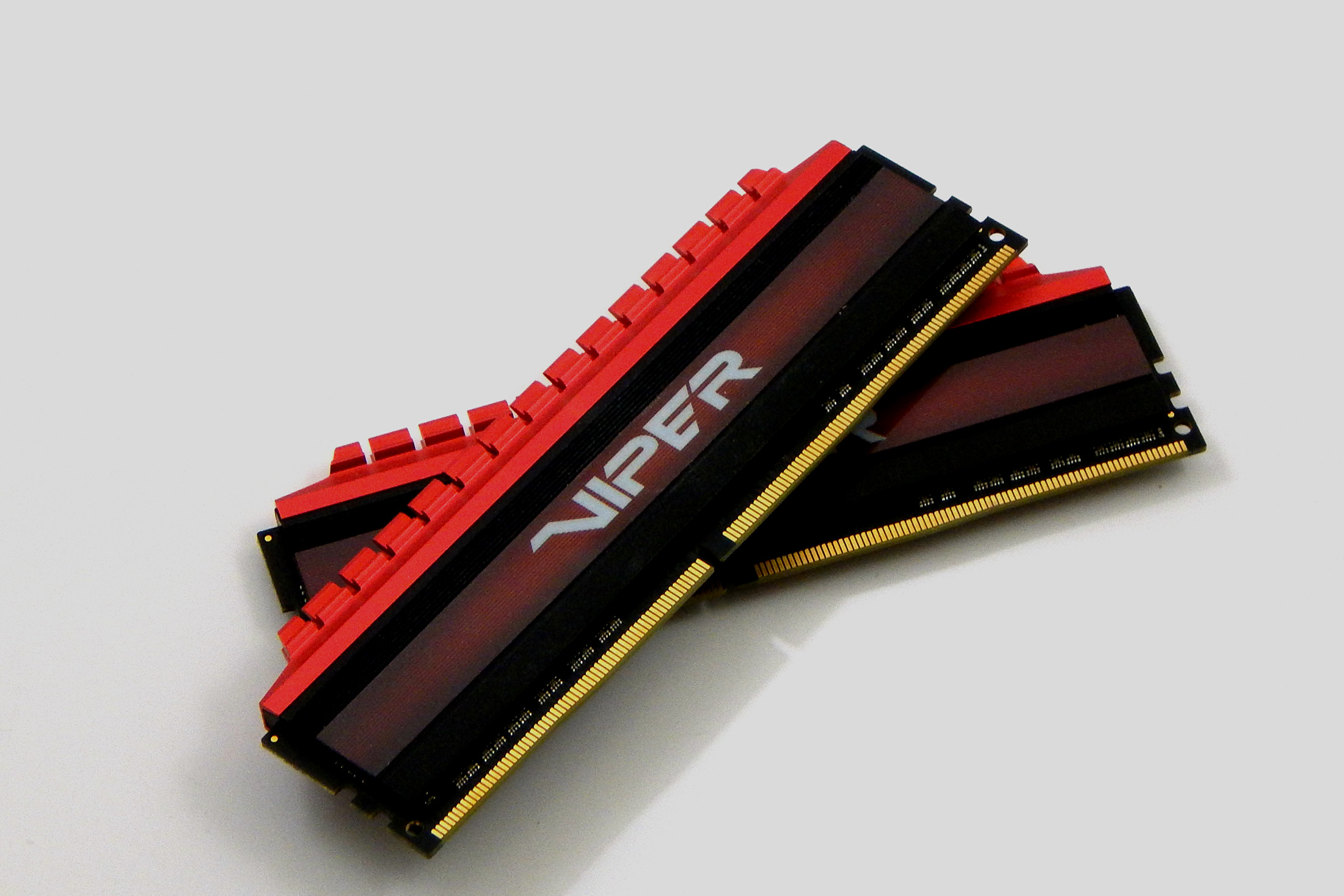 Patriot Viper 4 DDR4 2800MHz Review layered shot