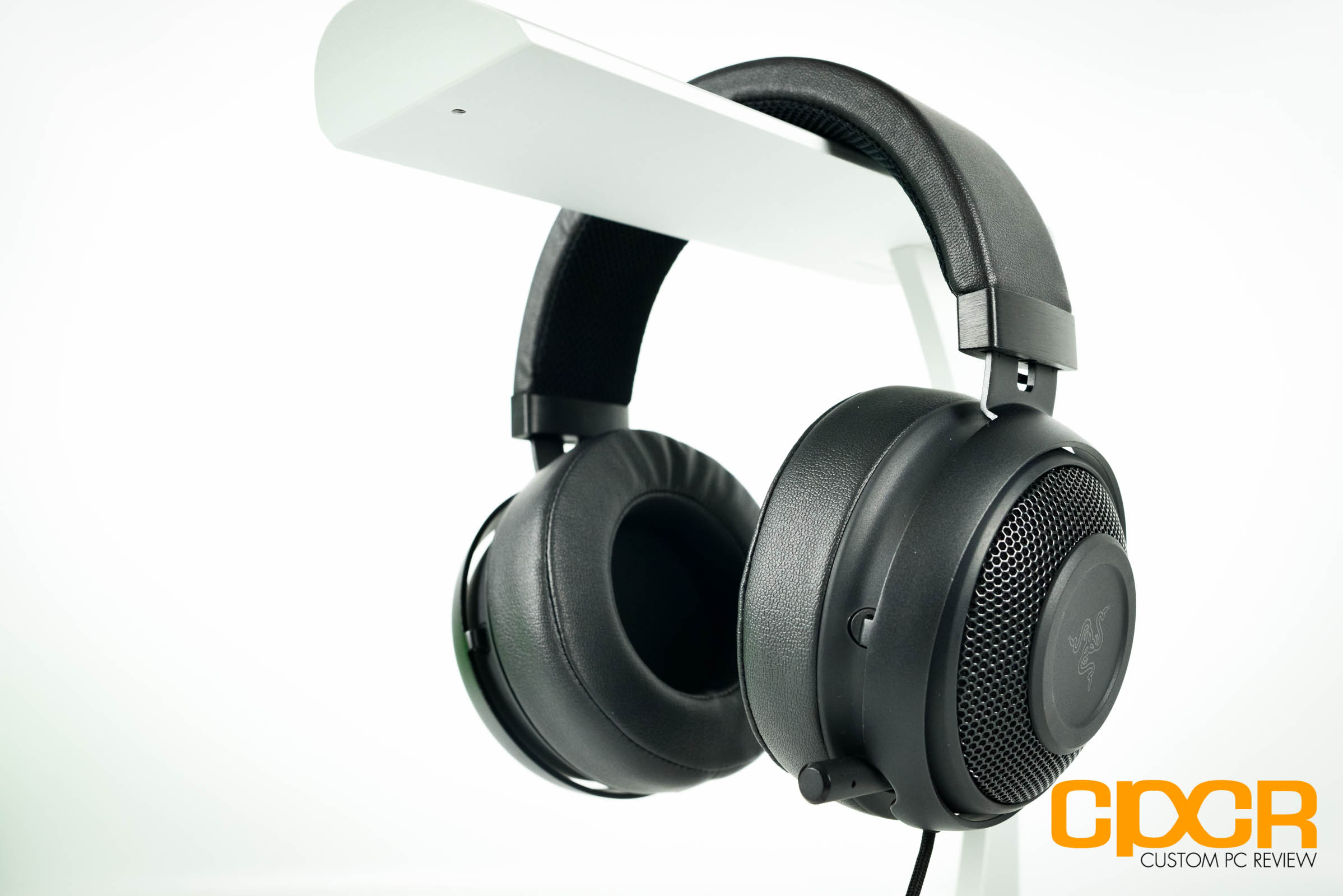 Razer Kraken Pro V2 Review Gaming Headset Custom Pc Black Analog Heres A Closer Look At The On Surface V2s Hasnt Changed All That Much Since Original But It Now Features