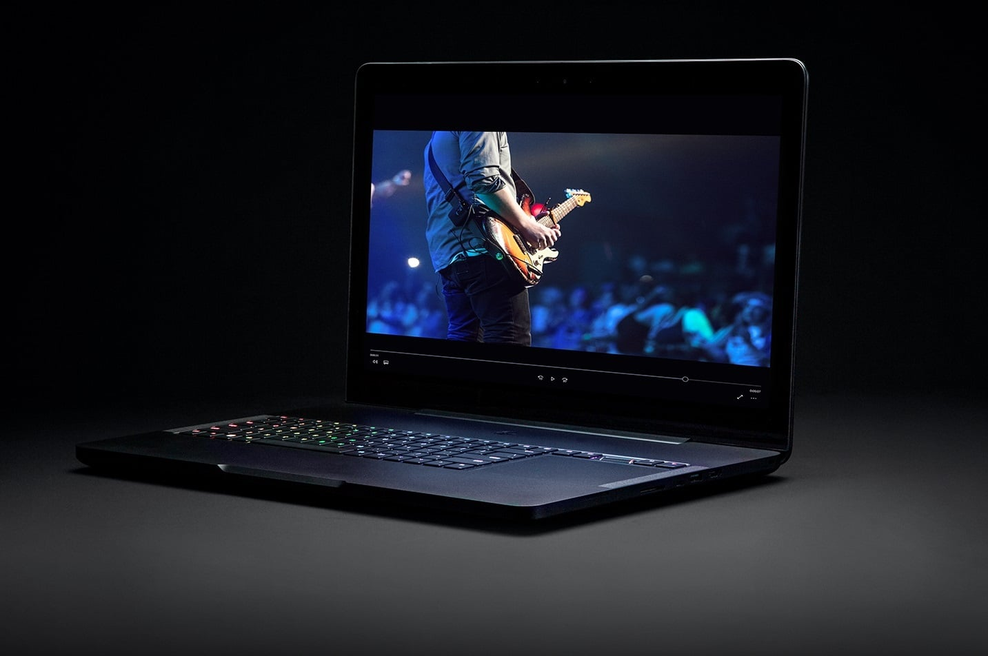 razer updates blade pro laptop gains thx certification. Black Bedroom Furniture Sets. Home Design Ideas